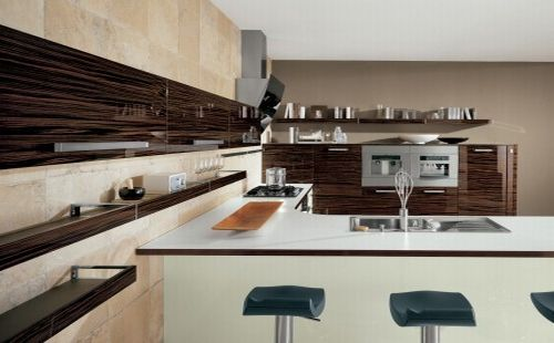 Contemporary-Italian-Kitchen-design-with-a-dining-table