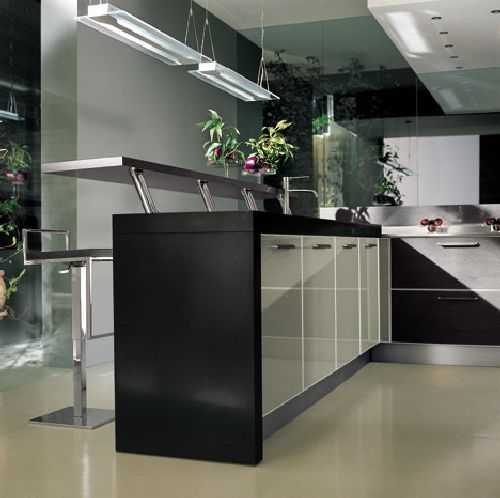 Contemporary-light-kitchen-with-light-floor-kitchen-countertop-and-stools-with-black-drawers-and-cabinet