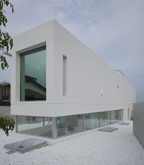 Thumbnail image of 7 Clean Minimalist Homes
