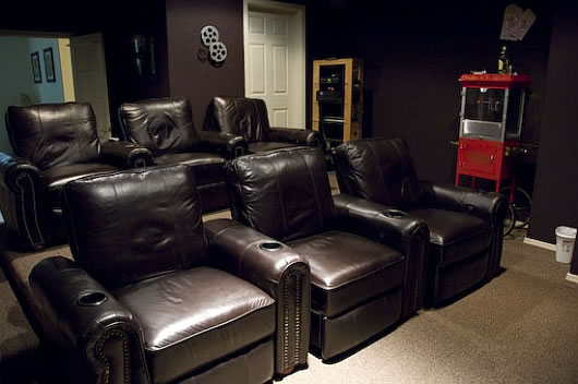 Thumbnail image of Crafting up an entertainment center: How to create your own media theater