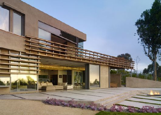Spectacular Views of the Pacific: Luxurious Point Dume Residence in Malibu