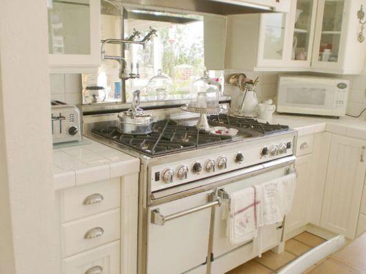 design dilemma: what color appliances? | home design find
