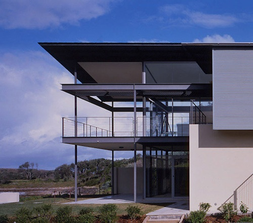 Floating Roof Graces Beach House for Coastal New South Wales