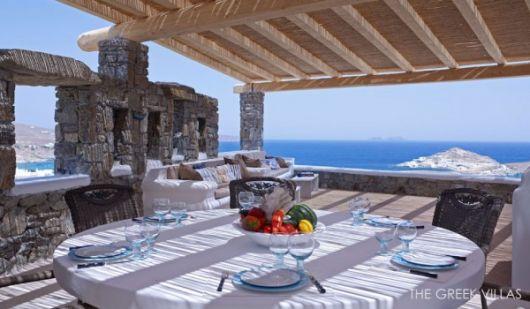 mediterranian patio 600x350 architecture