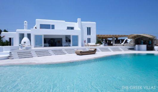 mediterranian villa pool 600x350 architecture