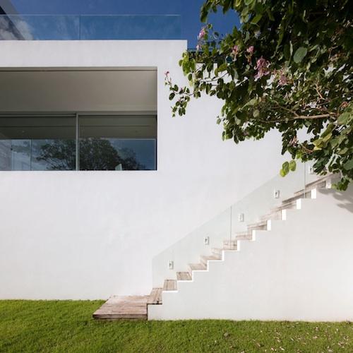 152 architecture