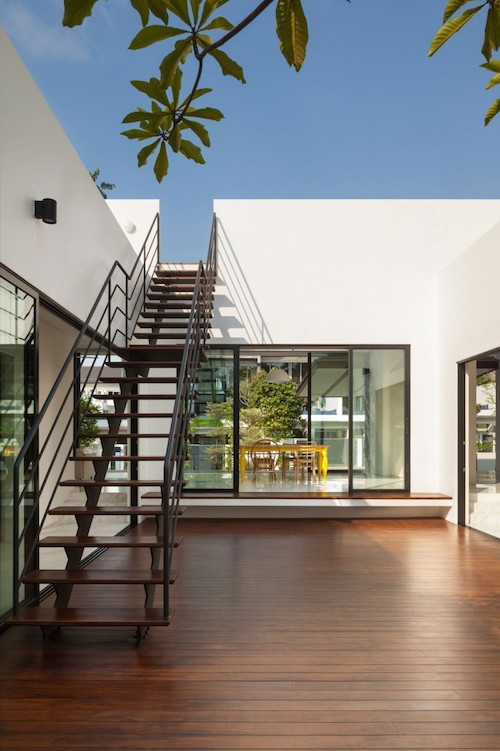 In Singapore, a Courtyard House by Atelier M+A