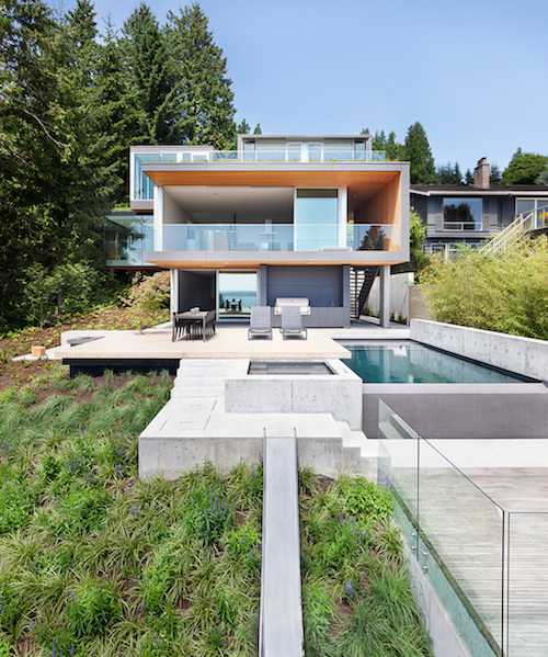 Glass Box Dining Room Cantilevers Out Towards Cedar Forest | Home ...