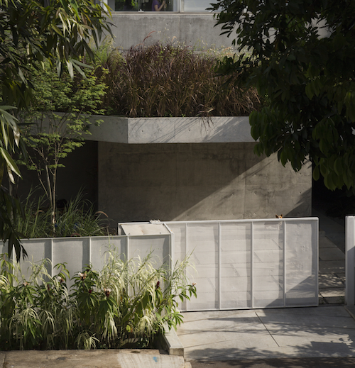 Permalink to White and Natural Concrete for a Unique Extended Family Home in Singapore